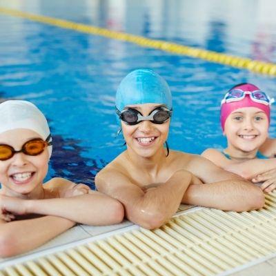 bambini asmatici e nuoto - bambini in piscina
